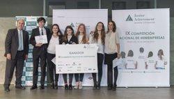 Foto: Una manta tèrmica per a indigents ideada per alumnes de Barcelona guanya la Miniempreses Junior Achievement (HKSTRATEGIES)