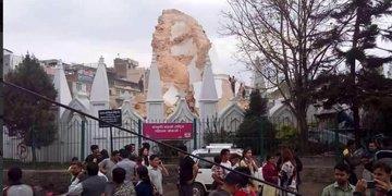 Foto: El terremoto destruye la emblemática Torre Bhimsen de Katmandú (TWITTER / @STEFSIMANOWITZ)