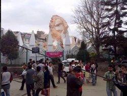 Foto: Eleven a 688 els morts pel terratrèmol del Nepal (TWITTER / @STEFSIMANOWITZ)