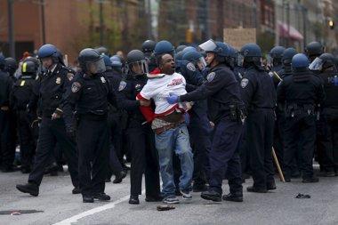 Foto: Aumentan a 34 los detenidos por las manifestaciones en Baltimore (SHANNON STAPLETON / REUTERS)