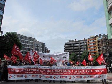 Foto: CCOO y UGT denuncian que los recortes atentan contra la salud laboral (EUROPA PRESS)