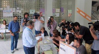 """Foto: Zoido anima a acudir a las urnas y """"que hablen los sevillanos"""" (EUROPA PRESS)"""