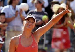 Foto: Sharapova inicia la defensa del título con victoria ante Kanepi (STEFANO RELLANDINI / REUTERS)