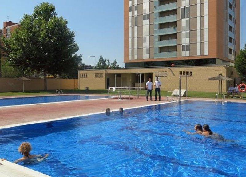 El ayuntamiento de lleida abre las piscinas municipales el for Piscinas municipales palencia