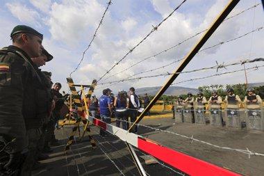 Foto: Relacionan el cierre de la frontera con la extradición de dos narcos colombianos (JOSE GOMEZ / REUTERS)