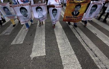 Foto: Padres de normalistas de Ayotzinapa presentan 'contrainforme' al del Gobierno (HENRY ROMERO / REUTERS)