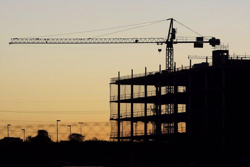 Los españoles necesitan hasta cuatro años más de su sueldo que otros europeos para comprar una casa