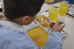 L'Hospitalet amplia l'aportació econòmica per cobrir les beques menjador (EDUCO Y ULABOX)