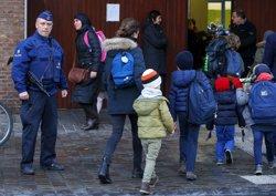 Brussel·les reobre els col·legis i la meitat de la xarxa de metro (YVES HERMAN / REUTERS)