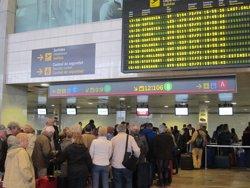 Treballadors de la neteja d'avions del Prat convoquen tres dies de vaga (EUROPA PRESS)
