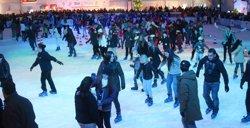 Obre al públic la pista de gel 'Bargelona' al recinte de La Farga de l'Hospitalet (BARGELONA)