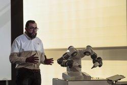 L'empresa ABB presenta a Barcelona un robot industrial col·laboratiu (JOB VERMEULEN/ABB)