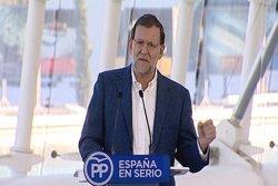 Rajoy es compromet a baixar el tipus marginal mínim de l'IRPF al 17% i el màxim al 43% (EUROPAPRESS)