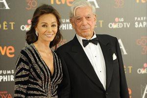Isabel Preysler y Mario Vargas Llosa deslumbran en los Goya 2016