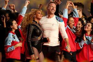 Super Bowl: Lady Gaga emociona y Coldplay, Beyoncé y Bruno Mars y 'su fiesta'