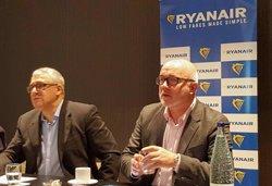 Ryanair preveu créixer un 15% a Barcelona i transportar 6,8 milions de viatgers el 2016 (EUROPA PRESS)