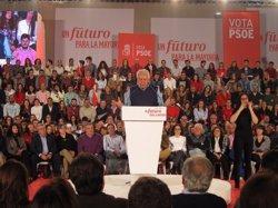 Felipe González creu que Chaves i Griñán han assumit amb 'superescreix' la responsabilitat política dels ERO (EUROPA PRESS)