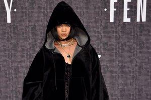 Rihanna se 'pasa' al lado oscuro mientras presenta su colección para Puma