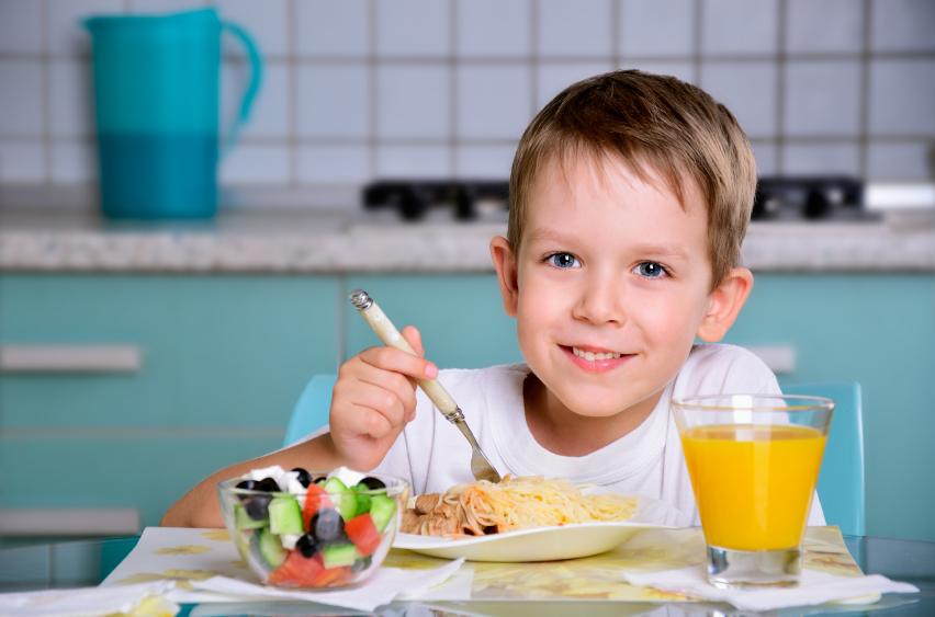 Controlar el peso de los niños a través de la alimentación