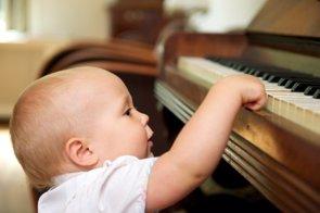 Experimentar con la música estimula el cerebro de los bebés (GETTY//M-IMAGEPHOTOGRAPHY)