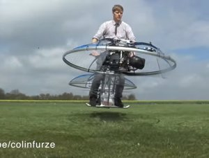 Bicicleta voladora inventada por un fontanero británico
