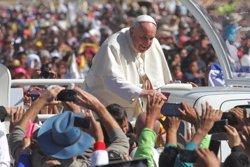 El papa rep aquest divendres el Premi Carlemany de mans de Merkel, Juncker i Tusk (JAVIER LIRA OTERO/NOTIMEX)