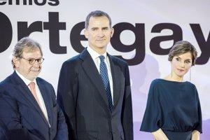 La Reina Letizia brilla y estrena look en la noche de 'El País'