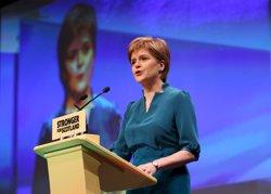 SNP s'imposa a Escòcia però perd la majoria absoluta (RUSSELL CHEYNE / REUTERS)