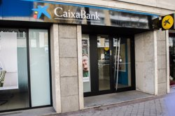 El jutge veu legal la comissió que va cobrar CaixaBank als no clients per usar els seus caixers (EUROPA PRESS)