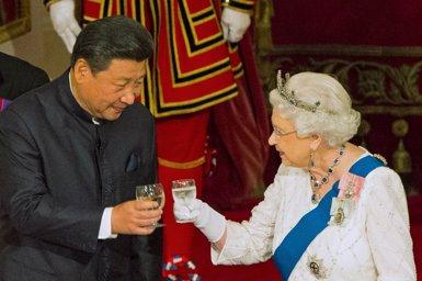"""Isabel II diu que els membres de la delegació del president xinès van ser """"molt grollers"""" (POOL/REUTERS)"""