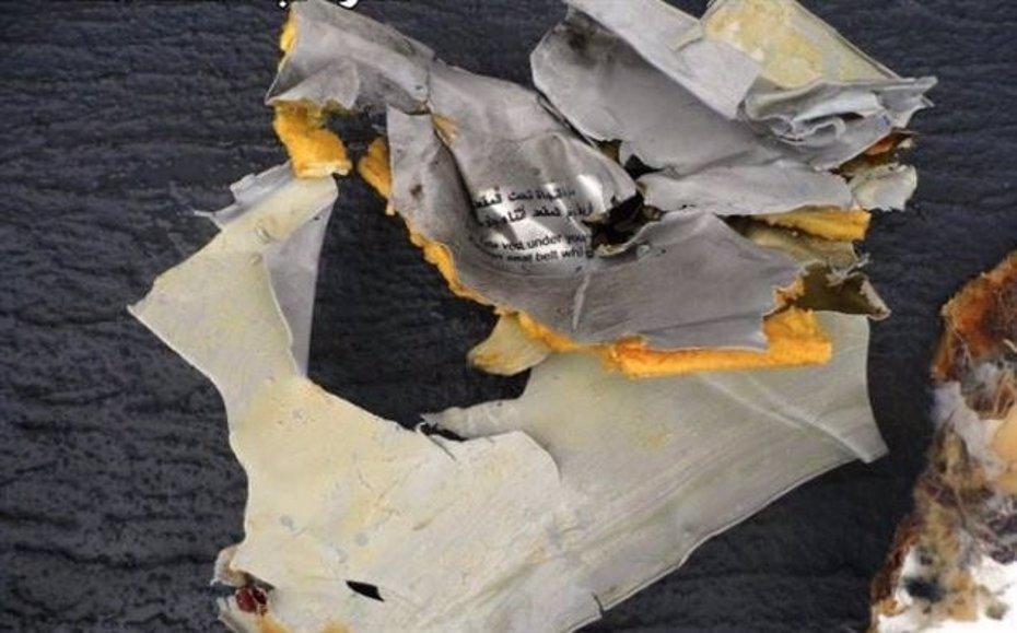 Foto: Jefe de forenses egipcios niega que el análisis apunte a una explosión en el vuelo MS804 (REUTERS)