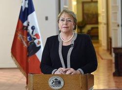 Estudiants irrompen en La Moneda per protestar contra la reforma educativa de Bachelet (GOBIERNO DE CHILE)