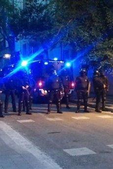 11 ferits en la tercera nit de disturbis a Gràcia, sis d'ells agents (EUROPA PRESS/REMITIDO)