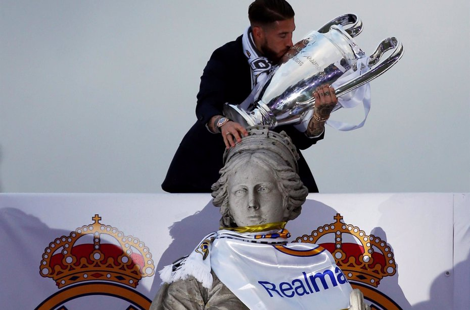 Foto: El Real Madrid brinda la undécima al amanecer en Cibeles (REUTERS)