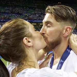 El tierno beso de Pilar Rubio y Sergio Ramos al ganar la Champions