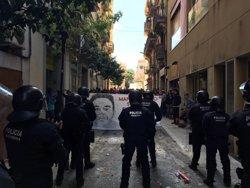 Successos.- Set mossos ferits i cap activista detingut aquest diumenge a Gràcia (EUROPA PRESS)