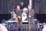 Bono aparece por sorpresa para cantar Because the Night con Bruce Springsteen en Dublín
