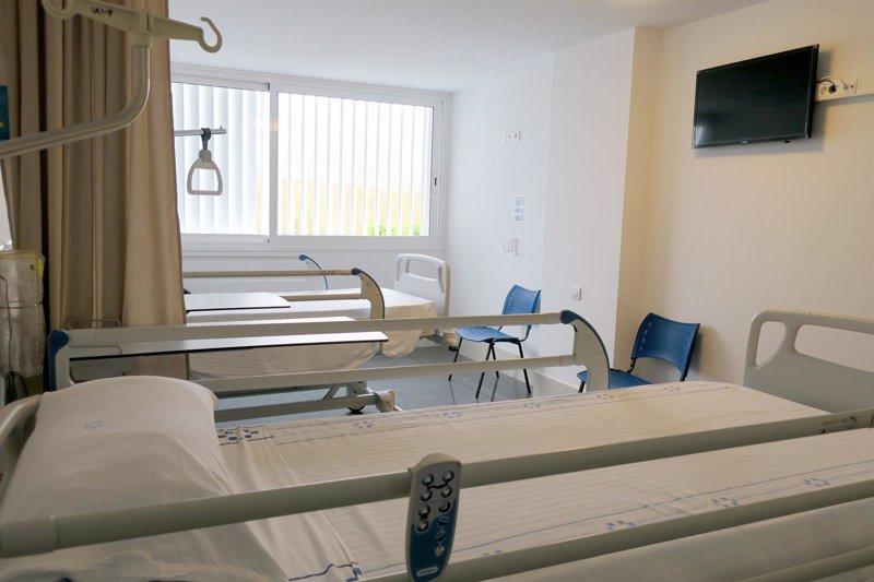 El hospital del sur de tenerife pone en marcha 46 camas de for Camas tenerife