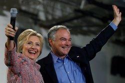 Clinton elegeix el senador Tim Kaine com el seu company de fórmula per a les eleccions (CARLOS BARRIA/REUTERS)