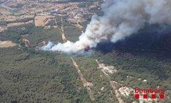 Protecció Civil desallotja dues urbanitzacions per l'incendi a Blanes (Girona) (BOMBERS DE LA GENERALITAT)
