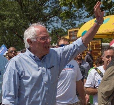 """Sanders demana el vot per a Clinton i adverteix que Trump """"és un perill per al país"""" (CAMPAÑA BERNIE SANDERS)"""