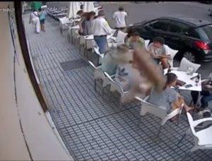 Una cornisa se desprende en Badajoz y hiere a tres jóvenes en una terraza