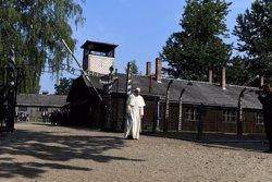 El papa visita Auschwitz:
