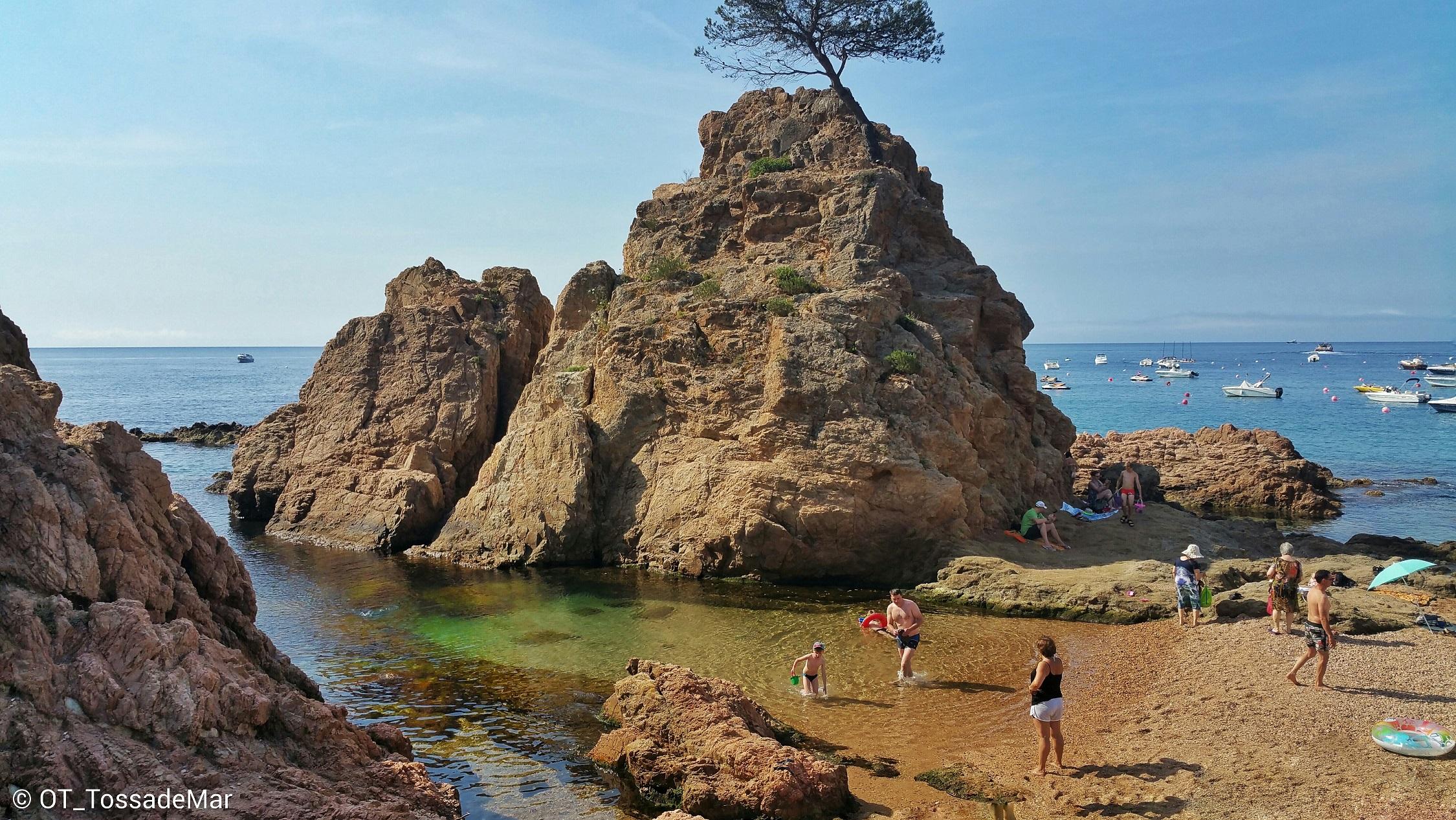 Siete calas mediterr neas en las que perderse este verano for Oficina de turismo tossa de mar