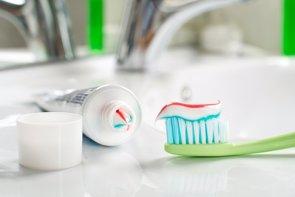 Cómo elegir la pasta de dientes más adecuada (GETTY/DUSAN ZIDAR)