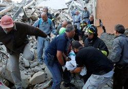 38 morts i desenes de desapareguts pel terratrèmol a Itàlia (REMO CASILLI/REUTERS)