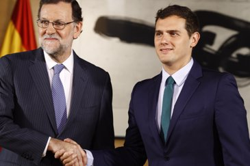 """Els negociadors confirmen que Rajoy i Rivera estan """"implicats"""" (EUROPA PRESS)"""