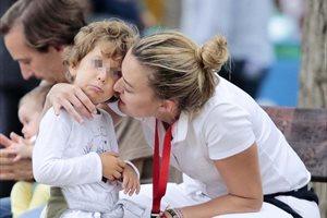 Marta Ortega se come a besos a su hijo Amancio
