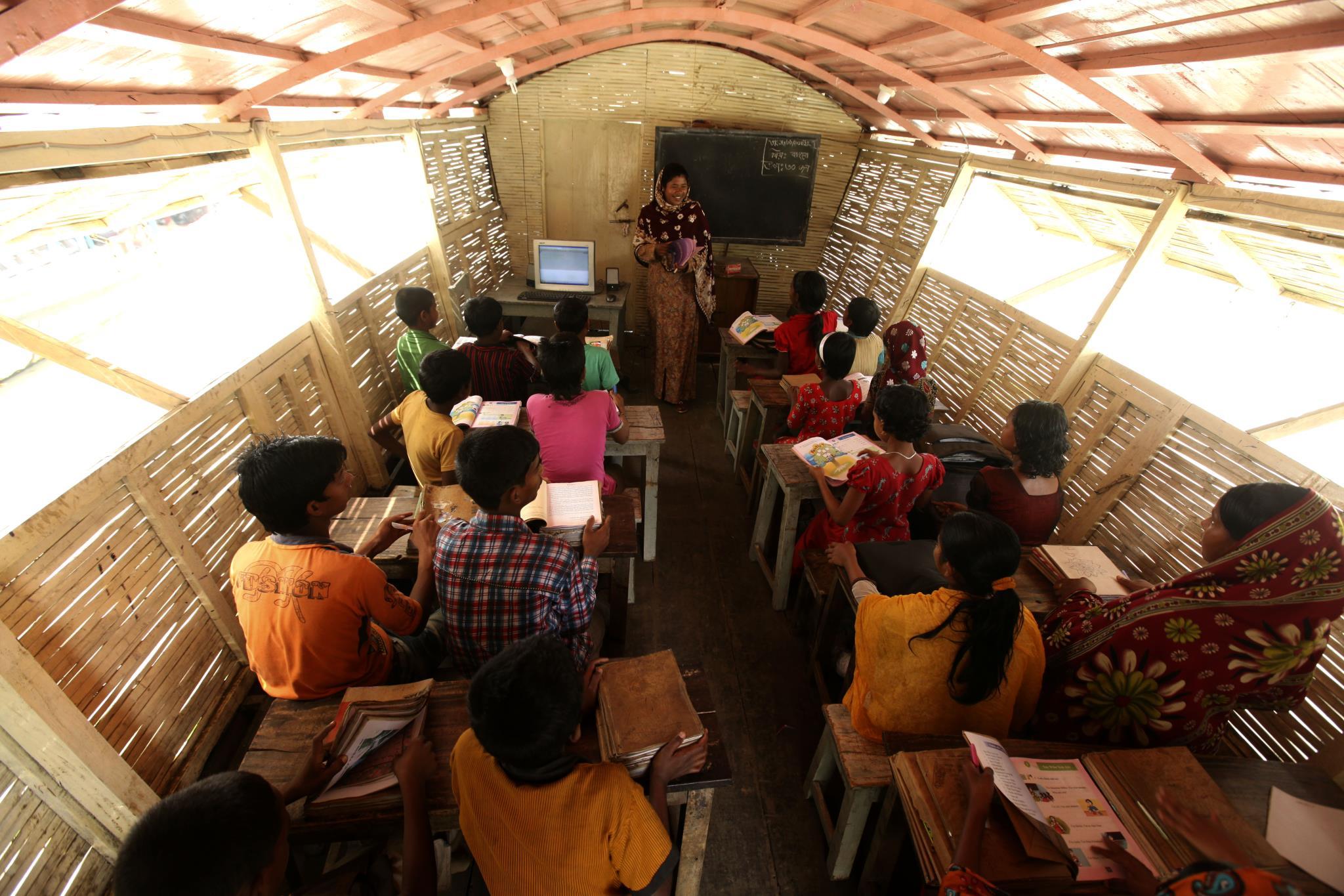 Resultado de imagen para 2.-Escuelas barco, Bangladesh.