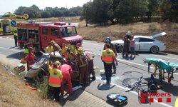 Un mort en el xoc de dos turismes a Borrassà (Girona) (BOMBERS DE LA GENERALITAT)